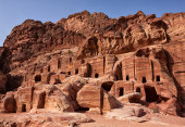 Petra, Jordan. Facades of old sandstone houses. — Stock Photo