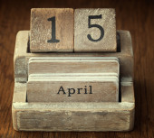 A very old wooden vintage calendar showing the date 15th April o — Stock Photo