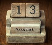 Bardzo stare drewniane rocznika kalendarza z datą 13 sierpnia — Zdjęcie stockowe