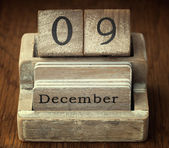 A very old wooden vintage calendar showing the date of 9th Decem — Stockfoto