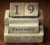 A very old wooden vintage calendar showing the date 19th Februar — Stock Photo