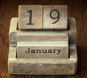 A very old wooden vintage calendar showing the date 19th January — Stock Photo