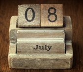 A very old wooden vintage calendar showing the date 8th July on — Stock Photo