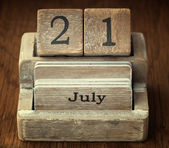 A very old wooden vintage calendar showing the date 21st July on — Stock Photo