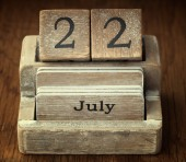 A very old wooden vintage calendar showing the date 22nd July on — Stock Photo