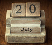 A very old wooden vintage calendar showing the date 20th July on — Stock Photo