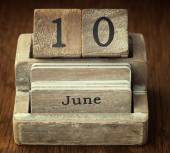 A very old wooden vintage calendar showing the date 10th June on — Foto de Stock