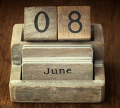 A very old wooden vintage calendar showing the date 8th June on  — Foto de Stock
