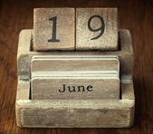 A very old wooden vintage calendar showing the date 19th June on — Foto de Stock