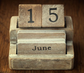 A very old wooden vintage calendar showing the date 15th June on — Stock Photo