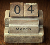 A very old wooden vintage calendar showing the date 4th March on — Foto de Stock