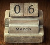 A very old wooden vintage calendar showing the date 6th March on — Foto de Stock