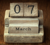 A very old wooden vintage calendar showing the date 7th March on — Foto de Stock