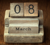 A very old wooden vintage calendar showing the date 8th March on — Foto de Stock