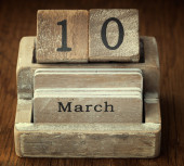 A very old wooden vintage calendar showing the date 10th March o — Foto de Stock