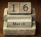 A very old wooden vintage calendar showing the date 16th March o — Foto de Stock