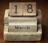 A very old wooden vintage calendar showing the date 18th March o — Foto de Stock