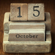 A very old wooden vintage calendar showing the date of 15th Octo — Stock Photo #66008861