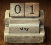 A very old wooden vintage calendar showing the date 1st May on w — Foto de Stock