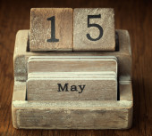 A very old wooden vintage calendar showing the date 15th May on  — Stock Photo