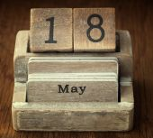 A very old wooden vintage calendar showing the date 18th May on  — Foto de Stock