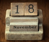 A very old wooden vintage calendar showing the date of 18th Nove — Stock Photo