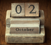 A very old wooden vintage calendar showing the date of 2nd Octob — Foto de Stock