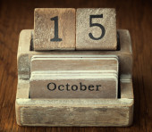 A very old wooden vintage calendar showing the date of 15th Octo — Stock Photo