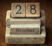 A very old wooden vintage calendar showing the date of 28th Octo — Stock Photo