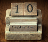 A very old wooden vintage calendar showing the date 10th Septemb — Foto de Stock