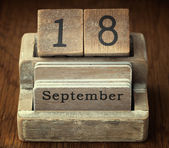 A very old wooden vintage calendar showing the date 18th Septemb — Foto de Stock