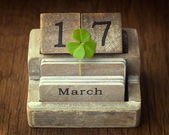Old vintage calender showing the date 17th of march which is St. — Stock Photo