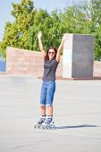 Woman on roller skates in sunglasses — Stock Photo
