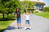 Learning mother and daughter on roller skates — Stock Photo