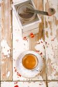 Coffee cup and retro coffe mill — Stock Photo