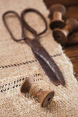 Really antique iron scissors with spools — Foto Stock