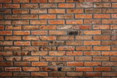 Wall of red brick with cracks, scratches and dirt — Stockfoto