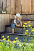Portrait of a little girl trying to for something, outdoor natur — Stock Photo