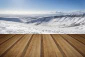 Stunning blue sky mountain landscape in Winter with snow covered — Foto Stock