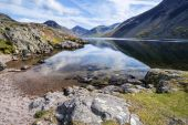 Stunning landscape of Wast Water with reflections in calm lake w — Stock Photo