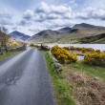 Landscape of road alongside Wast Water in Lake District in Engla — Stock Photo #77183177