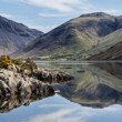 Stunning landscape of Wast Water and Lake District Peaks on Summ — Stock Photo #78918096