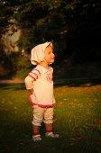 Little girl in park — Stock Photo