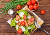 Salad with meat and tomatoes. — Stok fotoğraf