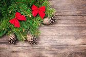 木製の背景上のクリスマスの装飾 — ストック写真