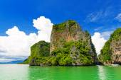 Rocky tropical landscape in the Pang Nga bay — Stock Photo