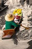 Traditional floating market in Damnoen Saduak  — Stock Photo