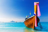 Long boat and tropical beach, Andaman Sea, Thailand — Stock Photo