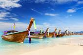 Long boat and tropical beach, Andaman Sea, Thailand — Stock Photo