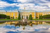 Peterhof Palace, St. Petersburg — Stock Photo
